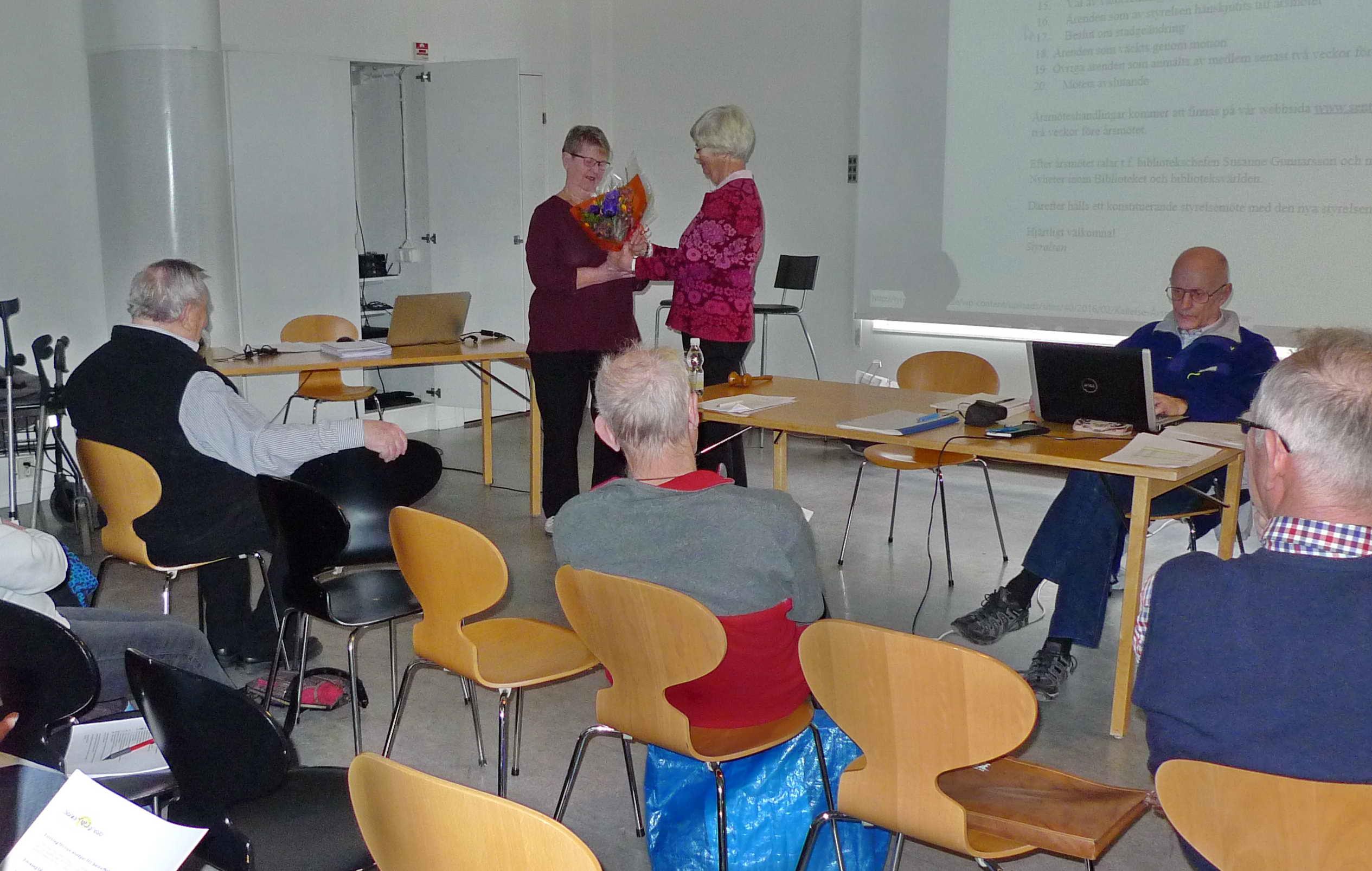 160317_06 Årsmöte SeniorNet Tyresö - Anne Johansson avtackas