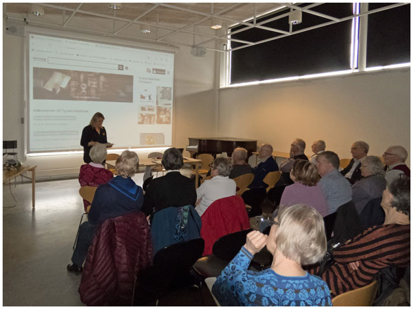 Efter det formella årsmötet berättade bibliotekschefen Susanne Gunnarsson om aktuella IT-relaterade frågor inom bibliotekets område.
